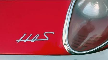 Designet var fullt av lekre detaljer på 110S - både de innkapslede hovedlyktene og stilen på emblemet kunne få tankene på vandring mot Italia heller enn Japan. (Foto: eBay.com)