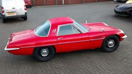 Et ganske langt overheng bak ble enda lengre på Serie II, og denne Serie I-bilen er dermed den mest harmoniske 110Sen du kan finne. Kun 343 slike ble produsert, hvorav bare en håndfull for eksport. (Foto: eBay.com)