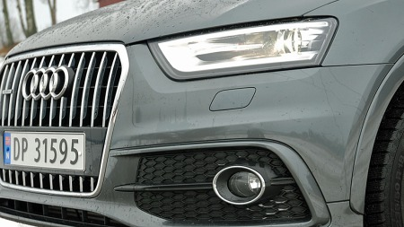 Skarpe lykter på hver side av en diger, gapende grill. Ingen tvil om at dette er en Audi!