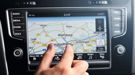Trykkskjermen på dagens VW Golf har fått mye skryt. Det er ventet at Passat får samme løsning, men sannsynligvis større skjerm og med enda flere funksjoner.