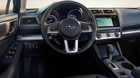 Velkjent og, ryddig, pent og typisk Subaru-nøkternt interiør, men med mer utstyr enn tidligere.