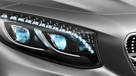 Det gjelder å tenke på alle detaljer når man skal lage skikkelig luksusbil. Nye S-klasse coupe er utstyrt med Swarovski-krystaller i frontlysene. Noe sier oss at det kan bli ekstra kostbart å frontkollidere her.
