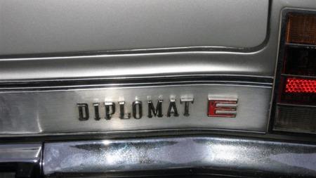 Diplomat hadde selvsagt injection, som på denne tiden var oppsiktsvekkende nok til å fortjene en rødfarget E etter modellbetegnelsen. Ting var litt hyggeligere da ikke alle slike smådetaljer var i billig plastikk. (Foto: Privat)