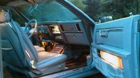 Råsjelden, og sjeldent rå-billig. Det er etter alt å dømme denne   Chrysler Imperial Frank Sinatra Edition´en fra 1981, som en selger i   Canada forlanger drøyt 5.000 kroner for. Et prosjekt som man ikke ser   til salgs hver dag. (Foto: Craigslist.com)