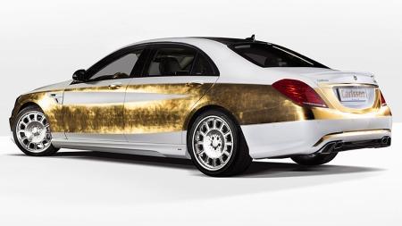 Over 200 timer tar det fagfolkene hos Carlsson å få på plass all gulldekoren. Men da har du også en bil som virkelig skiller seg fra mengden.