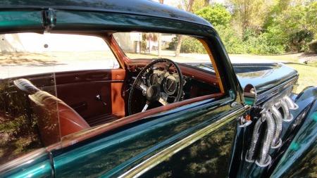 En ubrutt vindusflate langs siden er en av de mange særtrekkene på det vakre karosseriet. (Foto: Vintage Motors of Sarasota)