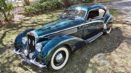 Et ekstremt langt panser og en svært aerodynamisk og futuristisk karosseriform preger designet, som Letourneur og Marchand sto for. (Foto: Vintage Motors of Sarasota)