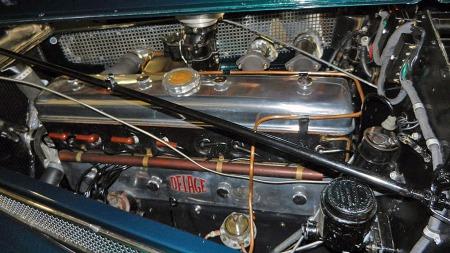 Motoren i D8-modellene var en rekke-åtter på 4,7 liter. Om bilproduksjonen var på vei ned for det kriserammede merket, kom den samme motorkonstruksjonen i det minste til nytte i en del tanks og annet krigsmateriell. (Foto: Vintage Motors of Sarasota)