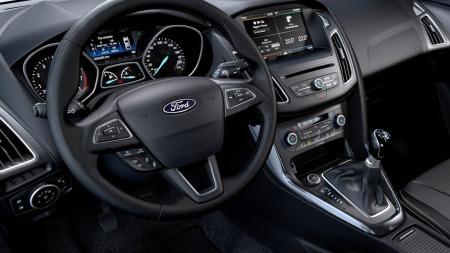 Det nye interiøret i Ford Focus er mer oversiktlig enn dagens - med færre knapper og et helt nytt infotainmentsystem.