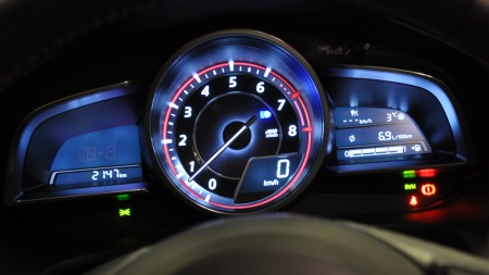 Mazda-3-detalj-instrumenthu