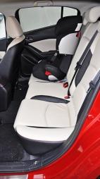 Mazda-3-interiør-bakseter