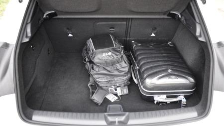 Mercedes-GLA-interiør-bagas