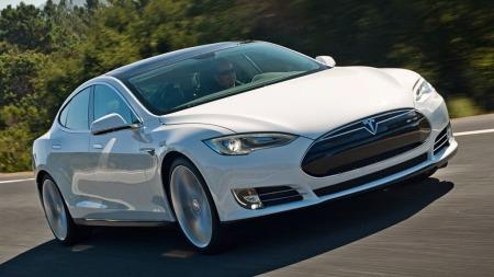 Over 2200 nye Tesla Model S er registrert i Norge så langt i år. Det gir denne modellen en markedsandel på nesten 5,6 prosent. Kjøperne kan glede seg over null avgift og fritak for moms - men det betyr også langt mindre avgifter til statskassen.