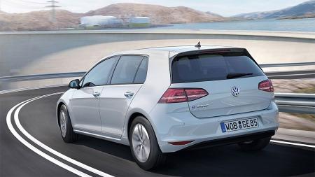 På veien er det kun små endringer som skiller denne fra en VW Golf som går på bensin eller diesel.
