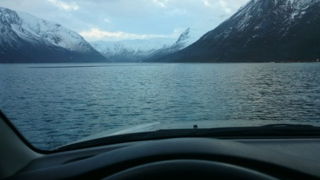 Litt av en utsikt fra førersetet - og her er det altså bare   å kjøre, så lenge man vet hvor det er trygt. (Foto: Privat/ Atle Rishaug   / fremover.no/ANB)