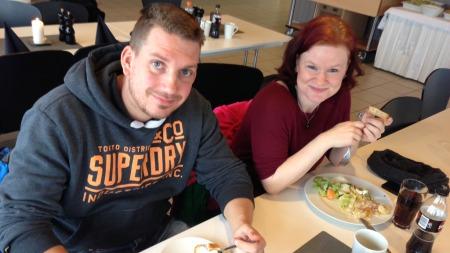Benny Ruudsengen og Nina Solem fra Hurdal var to av vinnerne som fikk være med på drømmedagen på Rudskogen. - Vi har lært mye i dag, sier de to.