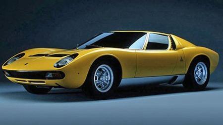 Bertone-designede Miura er bilen som fikk Lamborghini på kartet som superbilprodusent. den ble vist første gang på bilutstillingen i Geneve i 1966, det sier sitt om hvor tidløst dette designet er.