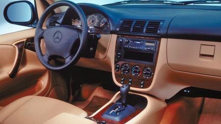Mercedes ML var en ekslusiv bil da den kom på markedet mot slutten av 90-tallet. Tåler en støyt gjør den også!