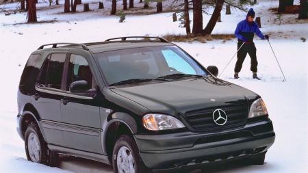 Mercedes ML begynner å få noen år på baken, og det er mye å velge mellom av første generasjon på bruktmarkedet. Prisene starter nå på rundt 50.000 kroner - for biler som står på alle fire hjul og er kjørbare!