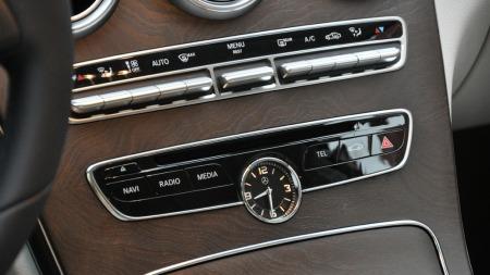 Dette synes vi er den mest elegante og ryddige midtkonsollen i Mercedes-familien akkurat nå.