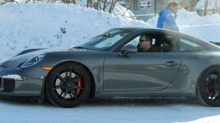 Porscehe er blant bilprodusentene som driver utstrakt testing nord i Sverige på vinterstid. (Foto: Privat.)