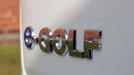 e-Golf med blått som tema i emblemer og andre detaljer (Foto: Benny Christensen)