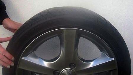 Dette dekket er flatt på toppen og ikke komfortabelt å kjøre på.  (Foto: malinberaas.blogg.no)