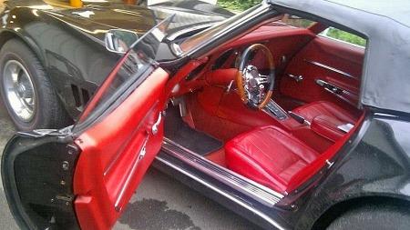 Nettopp 1968-modellen har noen egenheter som ble luket vekk året etter - blant annet ekstra tykke dørpaneler, som gjør den trange coupeen enda trangere. Men her ser i hvertfall alt helt og pent ut. (Foto: Finn.no)