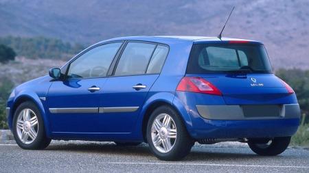 Andre generasjon Renault Megane blir nok av svært mange bilkjøpere oppfattet som en ganske ukurant bruktbil - det gjenspeiler seg også i prisene!