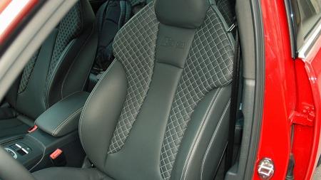 Kraftige og gode sportsstoler .- med S3-logo i ryggen. Disse kler bilen og kjøreegenskapene godt.