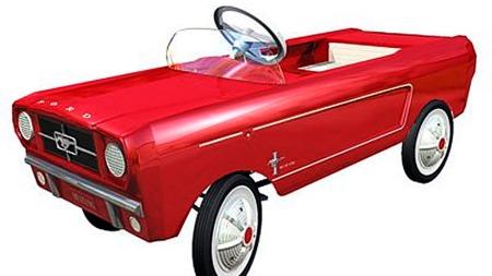 Nesten 100 000 småtasser kunne glede seg over en slik tråbil julen 1964. En genistrek av Ford!