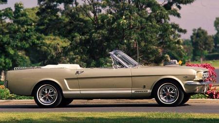 Sommer sol og Ford Mustang. Vakkert!