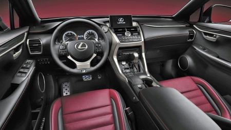 Lexus går for rene og stramme linjer i dashbordet, Materialkvalitet og finish skal være på høyt nivå.