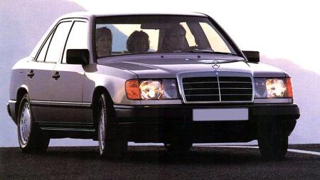 I år er det 30 år siden de første Mercedesene av W124-generasjonen kom på veien. Solide biler, som fikk et langt liv - og ofte ble modernisert underveis. Finner du en fin bil som fremdeles ser slik ut - med enkel beskyttelseslist langs siden og standard hjulkapsler - da kan det være smart å slå til. Slik originalitet begynner å bli sjelden.