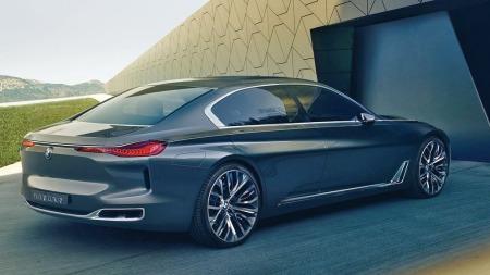 Sideprofilen er typisk BMW, men hekken skiller seg klart fra dagens modeller. Skrå bakrute og et kort avslutning, gir tilnærmet coupeprofil.