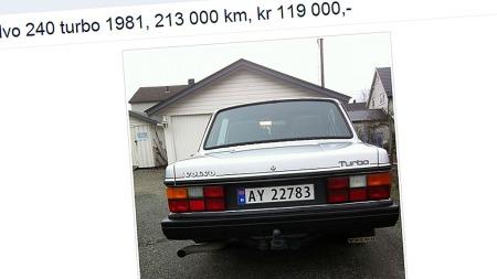 Emblemet på bakluka avslører at denne 240-en ikke er som alle andre.  (Foto: Faksimile fra finn.no)