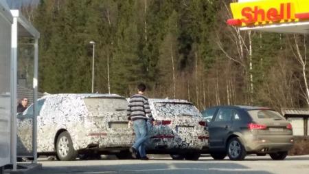 To kamuflerte Audier og fire følgebiler dukket plutselig opp på Fåvang, da var ikke Kim Roger sen med å ta bilder! (Foto: Privat/ Kim Roger Resvold)