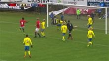 Her var alle sikre på at Norge hadde scoret, men ballen går på merkelig vis ikke i mål