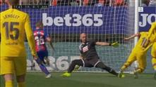 Messi stoppes alene med keeper