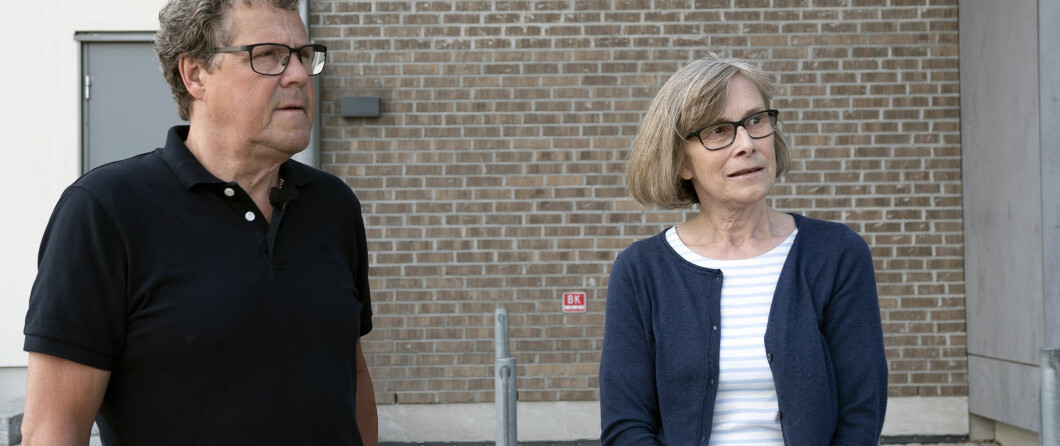 Åsted Norge-ekspert Asbjørn Hansen sammen med vitnet på stedet i Brekkeveien i Ås hvor episoden skjedde.