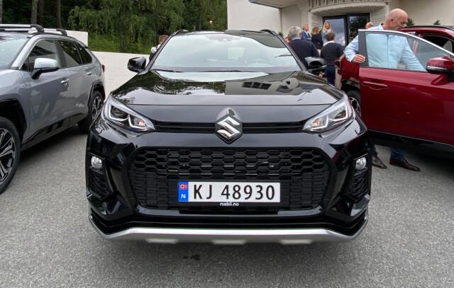 I front har Suzuki sine designere fått bestemme selv, ellers er bilen klin lik RAV4.