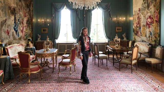 Ricezione.  Mel Marie Tricho è nella stanza dove riceveva gli ospiti.  La maggior parte degli interni è italiana e francese