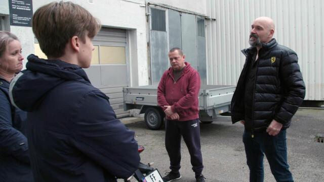 alta temperatura.  C'è stato un acceso dibattito quando Ellie e Magnus hanno incontrato il direttore generale Benjamin Hall al Motor Shop (a destra) e il suo dipendente Don.