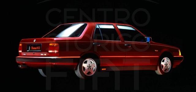 Questo è il fiore all'occhiello della Lancia Thema: 8-32 con motore Ferrari.