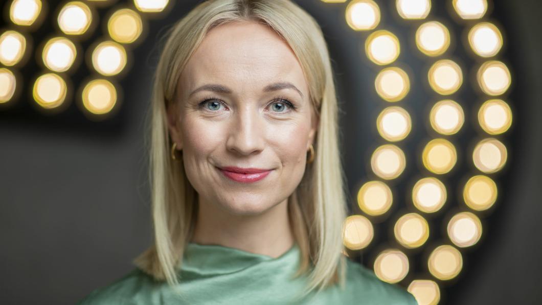 """Norwegische Journalistin: Ich würde """"gerne an dem AstraZeneca-Impfstoff sterben"""", wenn es dazu beiträgt, den """"Krieg gegen COVID"""" zu gewinnen."""