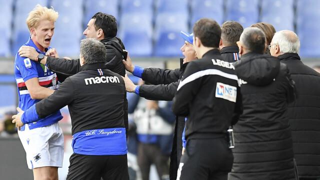 Gol: Morton Thorsby è corso a festeggiare con lo staff di supporto quando ha segnato contro il Verona ad aprile.