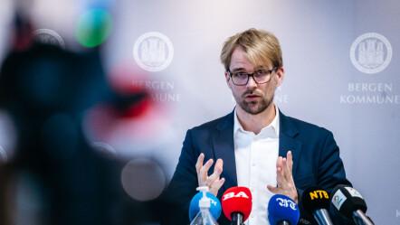 Roger Walhammer på en pressekonferanse om koronar kontroll i Bergen kommune