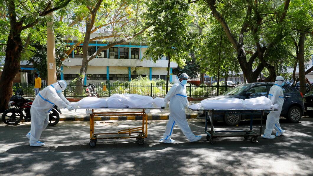 Condizioni difficili: gli operatori sanitari a Nuova Delhi assistono quotidianamente a una serie di decessi correlati al coronavirus dentro e fuori gli ospedali.