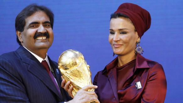 Vinto: nel 2010, è diventato chiaro che il Qatar ha vinto la battaglia per la Coppa del Mondo 2022. Qui, l'allora emiro Sheikh Hamad bin Khalifa Al Thani festeggia con sua moglie, la sceicca Mozah bint Nasser Al-Misnad.