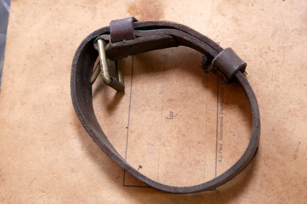 Cintura piccola.  Potrebbe essere stato usato su pistole da fucile.
